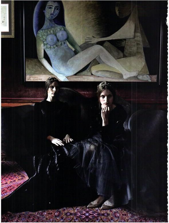 Съёмка: Кутюр Valentino в итальянском Vogue. Изображение № 5.