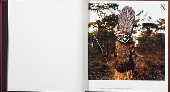 12 альбомов фотографий непривычной Африки. Изображение № 62.
