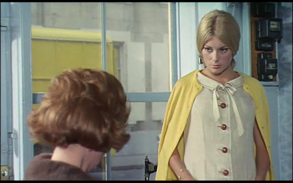 Movie-Looks: «Шербурские зонтики». Изображение № 15.
