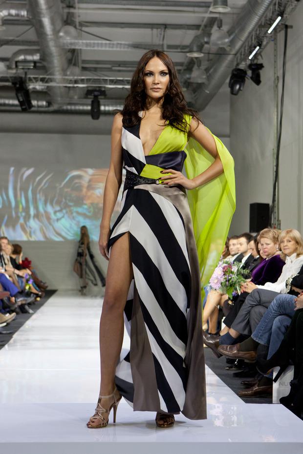 В рамках MBFW успешно прошел показ дизайнера Юлии Далакян. Изображение № 4.