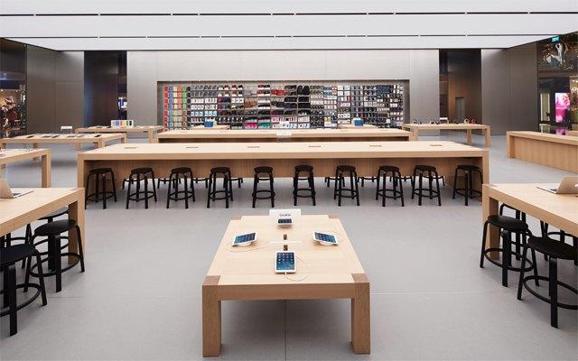 Опубликованы фотографии первого магазина Apple бюро Foster + Partners . Изображение № 3.