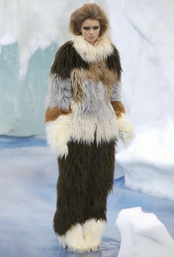 То ли большая, то ли малая медведица: Chanel fall 2010. Изображение № 3.