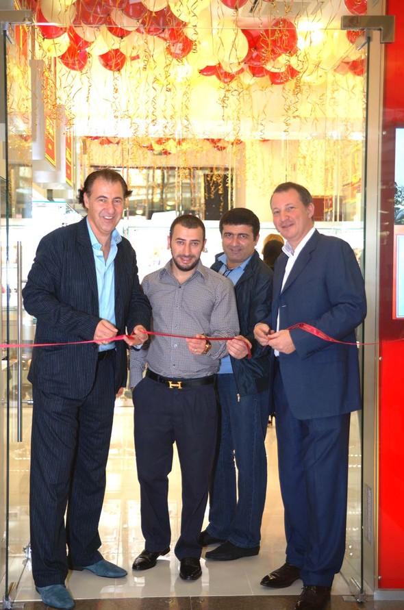 8 октября торжественно распахнул свои двери новый бутик LeCadeau. Изображение № 2.