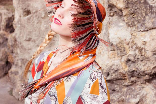 Завязать: 11 марок платков с принтами. Изображение № 32.