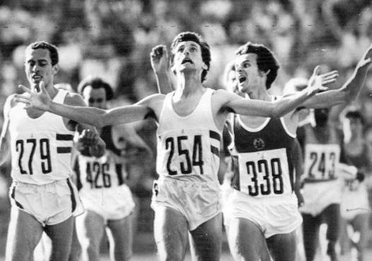 Поймать момент: 20 побед и поражений в истории спорта в фотографиях. Изображение №19.