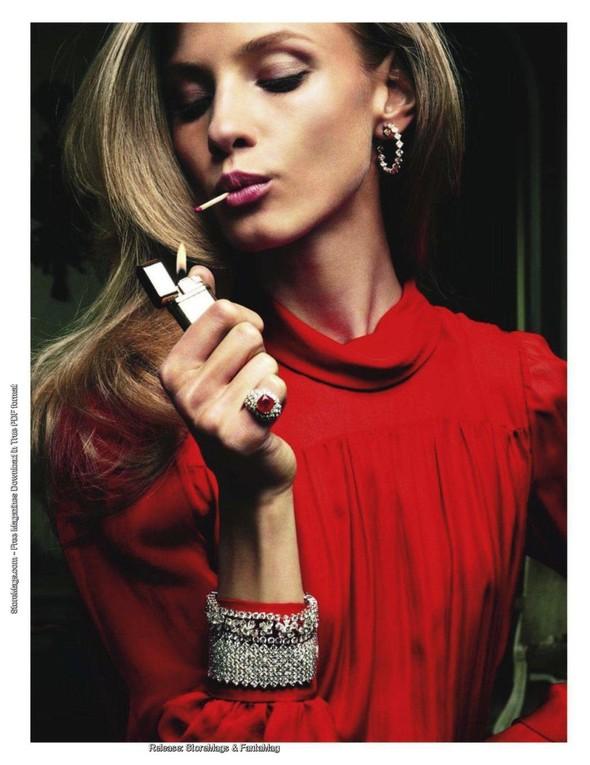 Съёмка: Анна Селезнёва для французского Vogue. Изображение № 5.