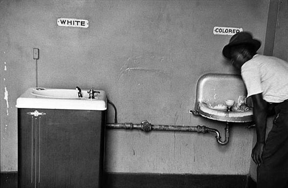 Эллиотт Эрвитт: Ирония черно-белого. Изображение № 6.