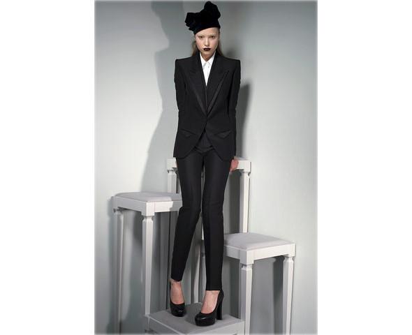 Новые коллекции: Acne, Dior, Moschino, Viktor & Rolf. Изображение № 33.