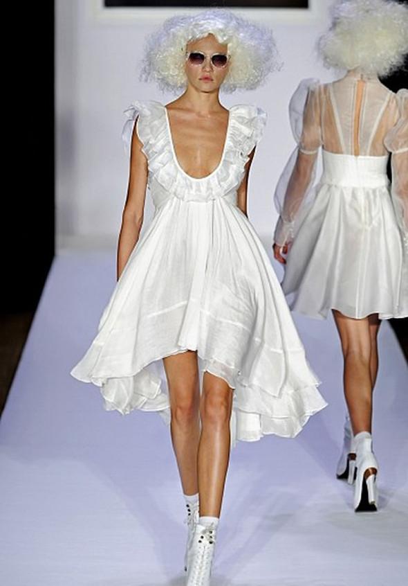 ТОП 10 белых платьев 2012 в коллекциях дизайнеров сезона весна-лето. Изображение № 4.