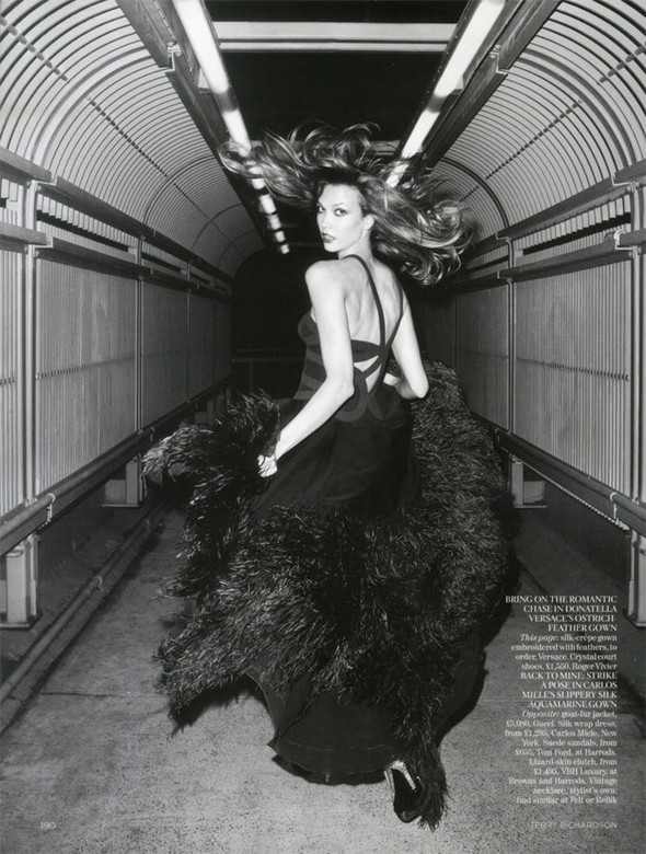 Съемка: Карли Клосс для британского Vogue. Изображение № 1.