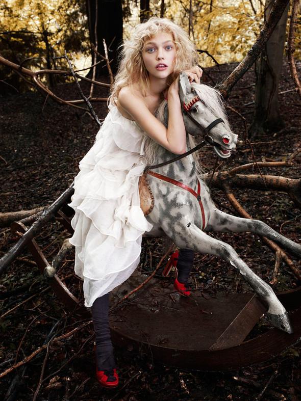 Изображение 2. Саша Пивоварова проснулась в лесу.. Изображение № 2.