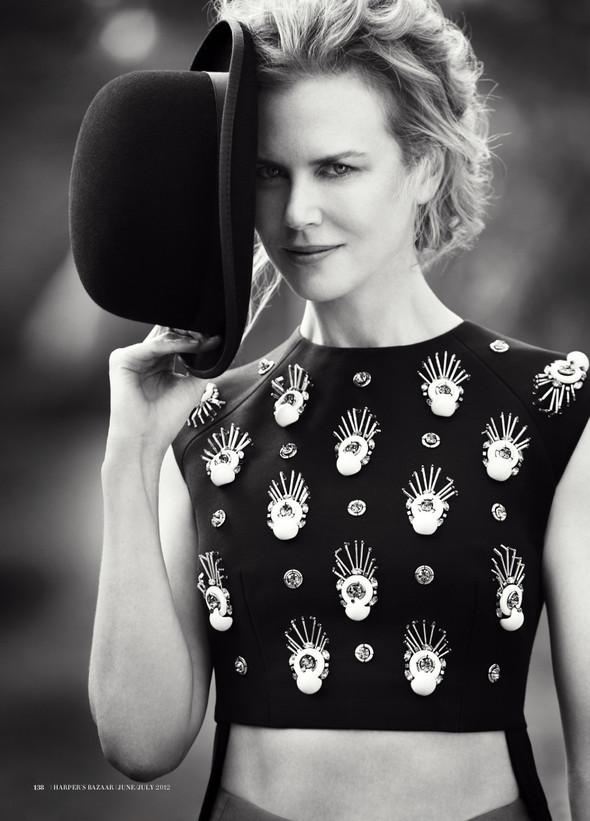 Съёмки: Interview, Harper's Bazaar, V и другие. Изображение № 20.