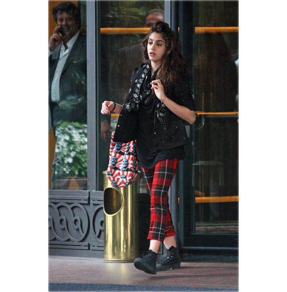 Мадонна создает одежду вместе с дочерью. Изображение № 5.
