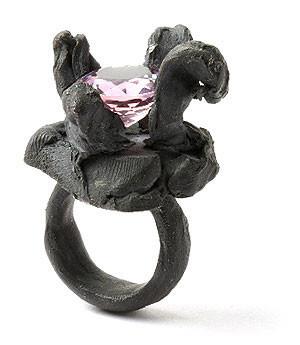 Karl Fritsch: Кольцо может быть оружием. Изображение № 19.