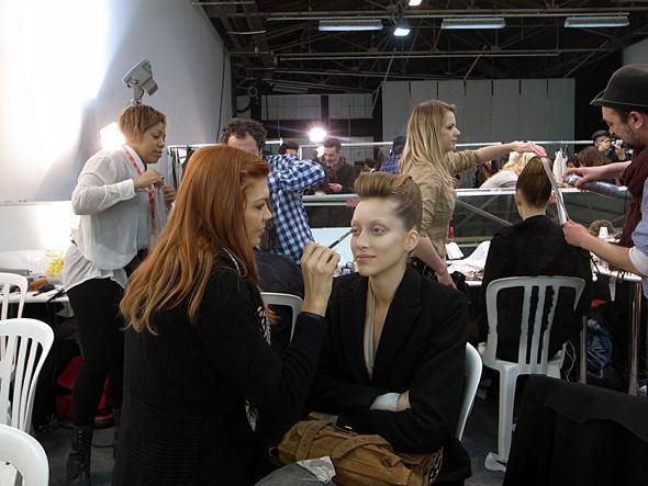 Изображение 8. Paris Fashion Week: два бэкстейджа.. Изображение № 6.