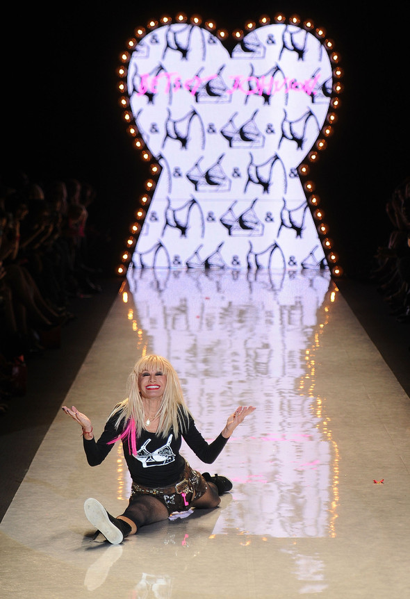 New York Fashion Week: Betsey Johnson Spring 2012. Изображение № 99.
