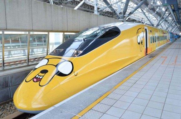 На Тайване запустили поезд в виде Джейка из «Времени приключений». Изображение № 1.