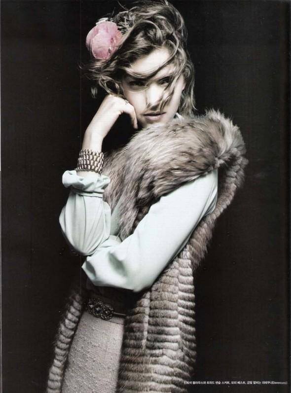 Съёмка: Аризона Мьюз для Vogue. Изображение № 7.