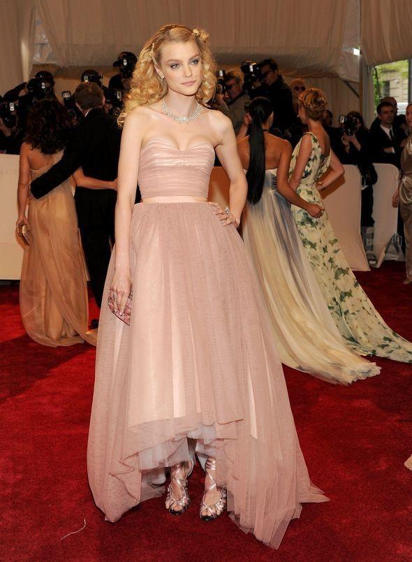 Изображение 11. 2011 MET Costume Institute Gala - Models style.. Изображение № 12.