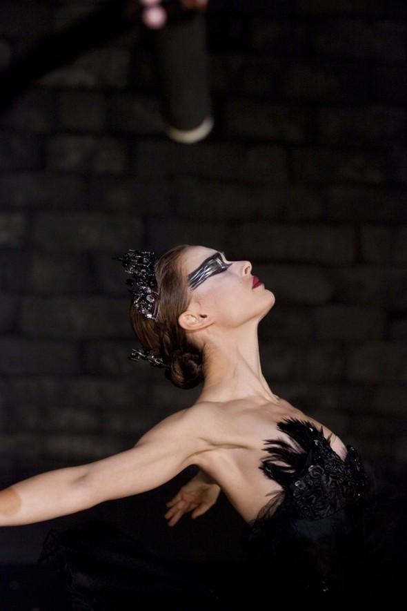 Изображение 1. Новый фильм Даррена Аронофски «Черный Лебедь» - теперь на лицензионных DVD.. Изображение № 3.