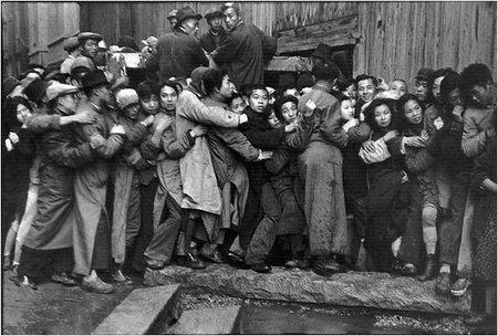 Работы французского фотографа Henri Cartier-Bresson. Изображение № 32.