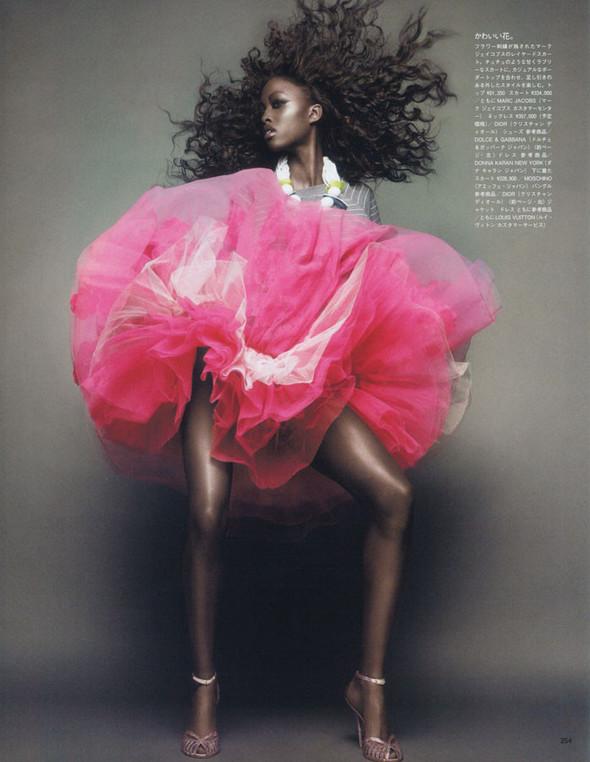 Съёмка: Няша Матонодзе для японского Vogue. Изображение № 2.