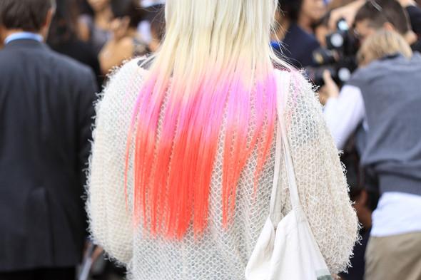 Уличная мода на Milan Fashion Week: день 1. Изображение № 6.