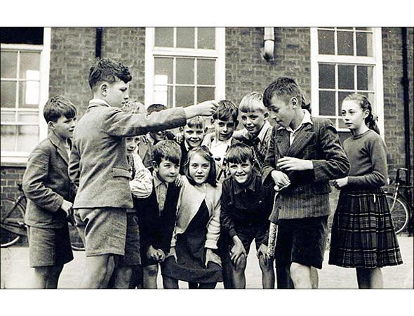 Школьники в форме, 1940-е. Изображение № 10.
