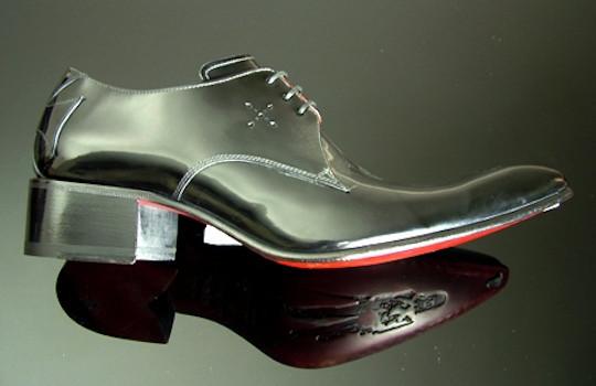 Обувь в свете красных фонарей. Изображение № 5.