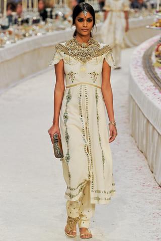 Chanel показали пре-осеннюю коллекцию. Изображение № 64.
