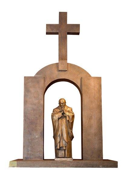 Бронзовая статуя Иоанна Павла II работы Зураба Церетелли в городе Плоэрмель (Франция). Изображение № 1.