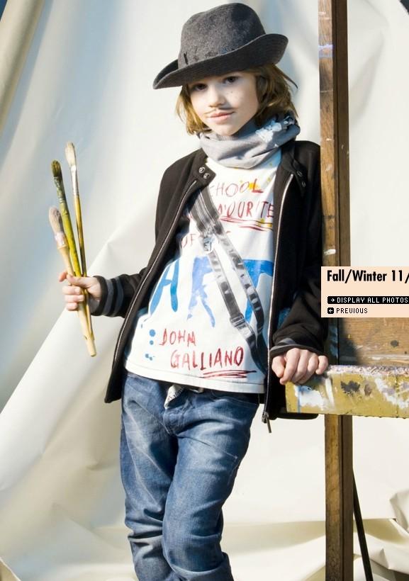 Все лучшее детям: лукбуки D&G, Gucci, John Galliano, Burberry. Изображение № 32.