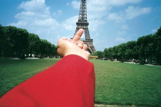 «Fuck Off», Эйфелева башня. Изображение № 1.