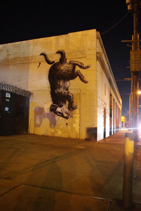 Животный стрит-арт от бельгийского граффитчика ROA. Изображение № 21.