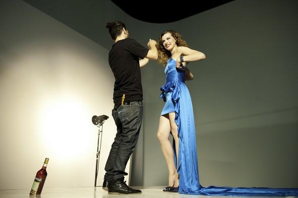 Мила Йовович в календаре Campari 2012. Изображение № 33.