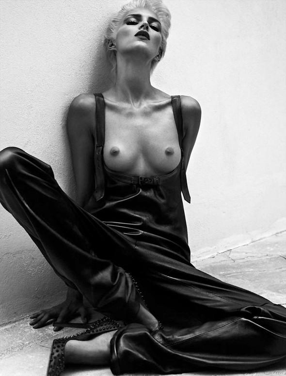 Съёмка: Аня Рубик и Саша Пивоварова для Vogue. Изображение № 5.