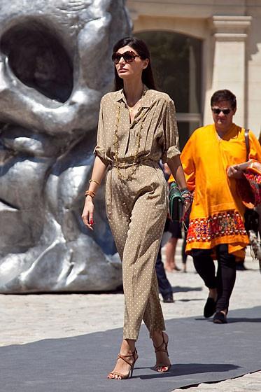 Уличный стиль на Неделе высокой моды в Париже. Изображение № 28.