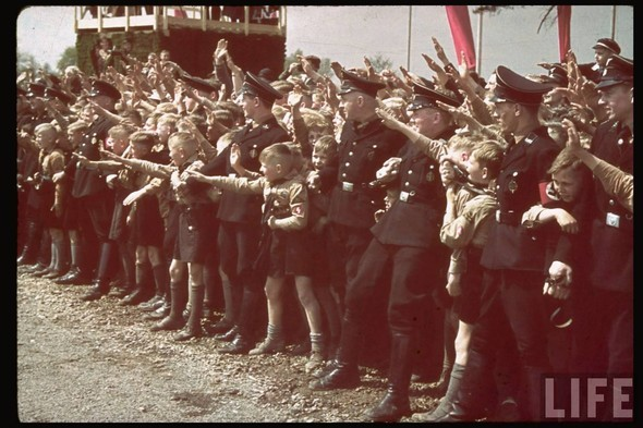 100 цветных фотографий третьего рейха. Изображение №46.