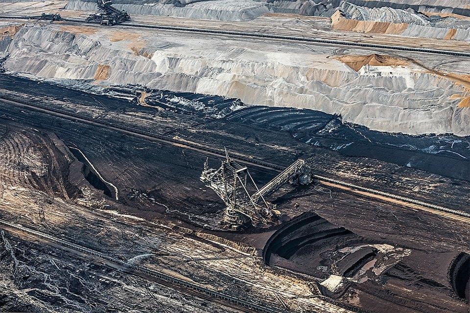 Захватывающие фотографии огромной угольной шахты. Изображение № 10.