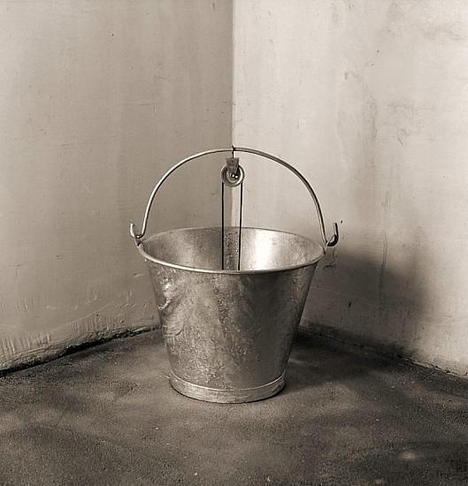 Черно-белые сюрреалистические фотографии Chema Madoz. Изображение № 45.