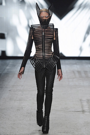 Показ: Gareth Pugh spring 2012 Ready-to-Wear. Изображение № 11.