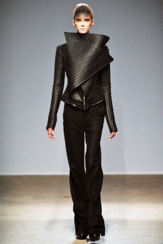Back to black : Gareth Pugh и Victor&Rolf aw 2010-2011. Изображение № 26.