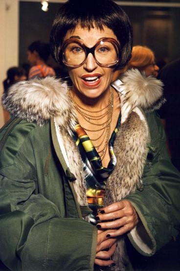 Лицом новой коллекции M.A.C стала фотограф Синди Шерман. Изображение № 8.