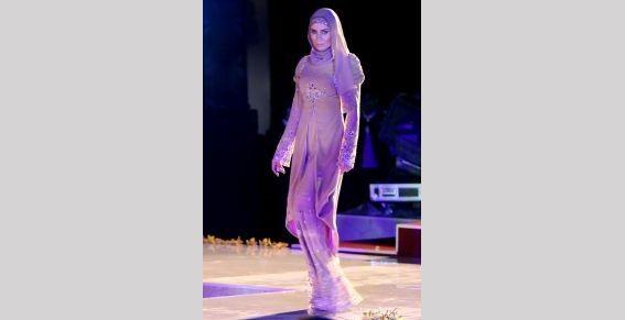 Жена Кадырова показала в Дубае коллекцию «Леди Чечня». Изображение № 3.
