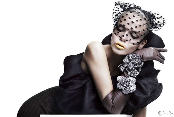 Съёмка: Наташа Поли для китайского Vogue. Изображение № 6.