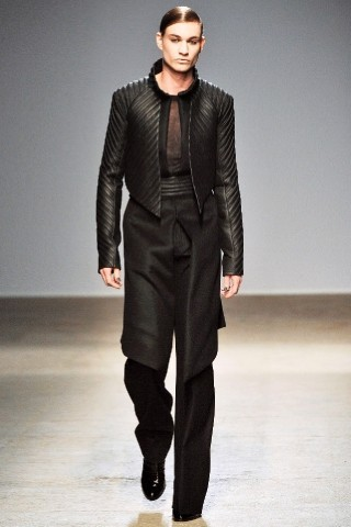 Back to black : Gareth Pugh и Victor&Rolf aw 2010-2011. Изображение № 27.