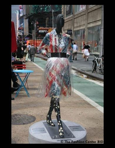 Американские модельеры переодели манекенов в Нью-Йорке. Изображение № 18.