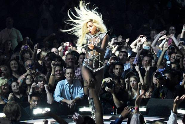 Так (частично) выглядит шоу Lady Gaga Born This Way Ball.. Изображение № 2.