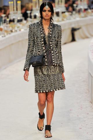 Chanel показали пре-осеннюю коллекцию. Изображение № 37.