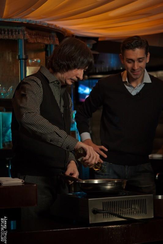 Руслан Нигматуллин и Байгали Серкебаев готовят риззото (фоторепортаж). Изображение № 2.